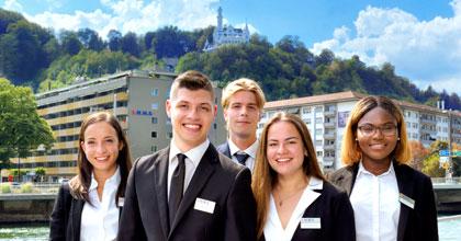 Studier i Sveits med 18 måneders betalt praksis
